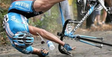 bike-crashes-at-tour-de-france_2